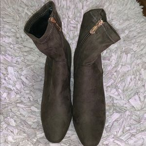 NIB. Women's Fashion Nova Army Green Boots. Size 8
